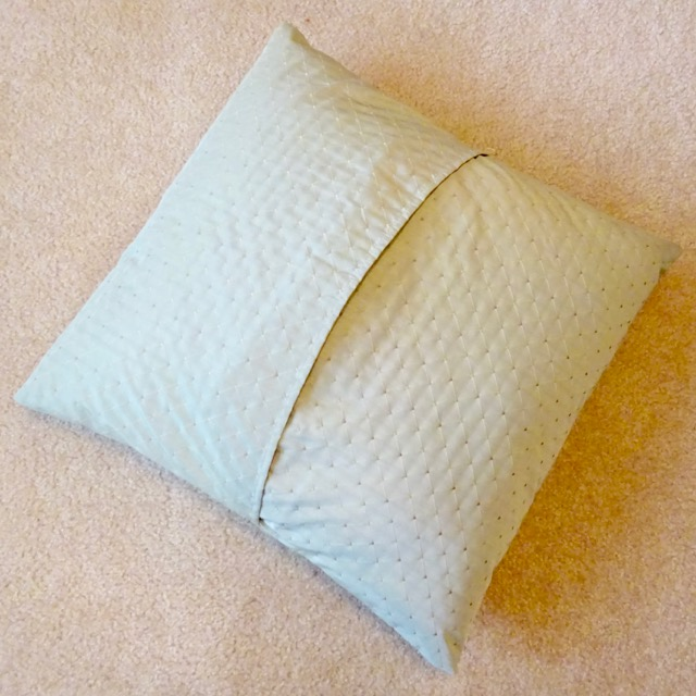 How To Make A Simple Decorative Pillow : How to Make a Throw Pillow Cover in Six Simple Steps Single Girl s DIY