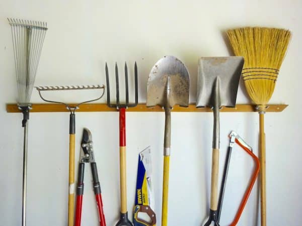 How to store garden tools