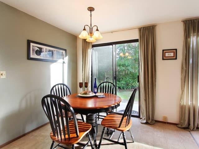 Open-floor-plan-dining