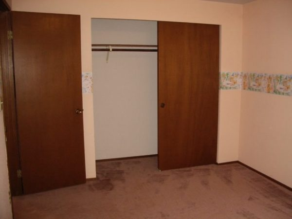 Ugly bedroom needs update