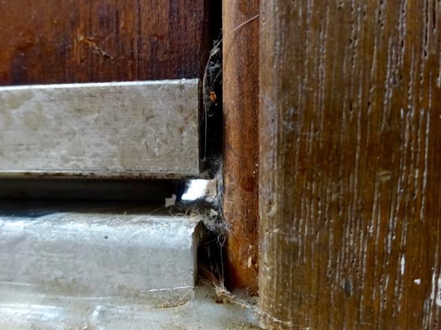 Air gap around door