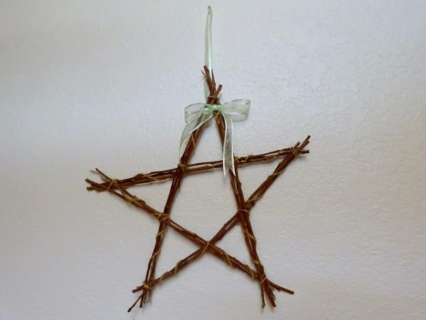 Twine wrapped sticks make a star
