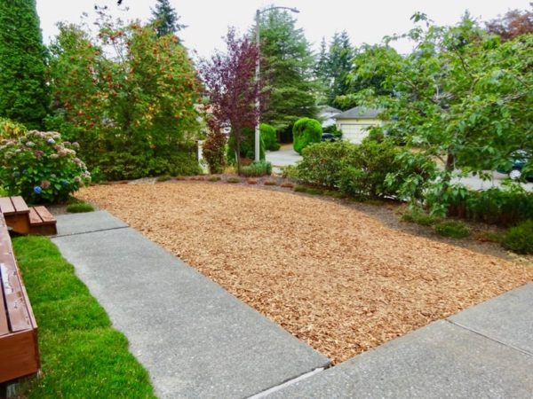 Wood chips replace lawn