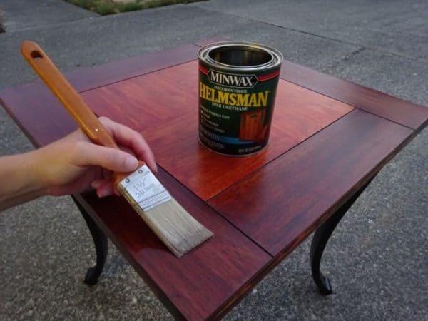 Varnish a wood table