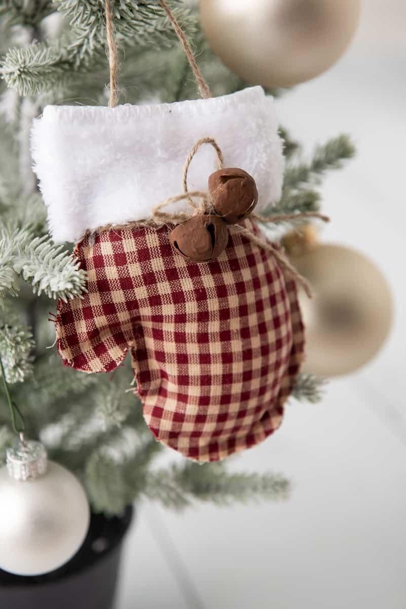 no sew Farmhouse Mittens Ornament