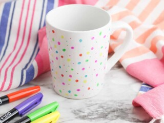 easy washable DIY Sharpie Mug with colored markers